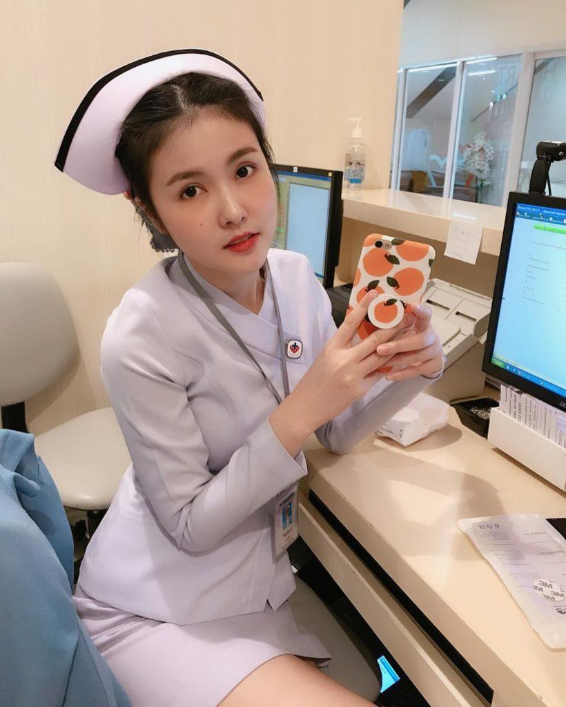 สาวพยาบาล