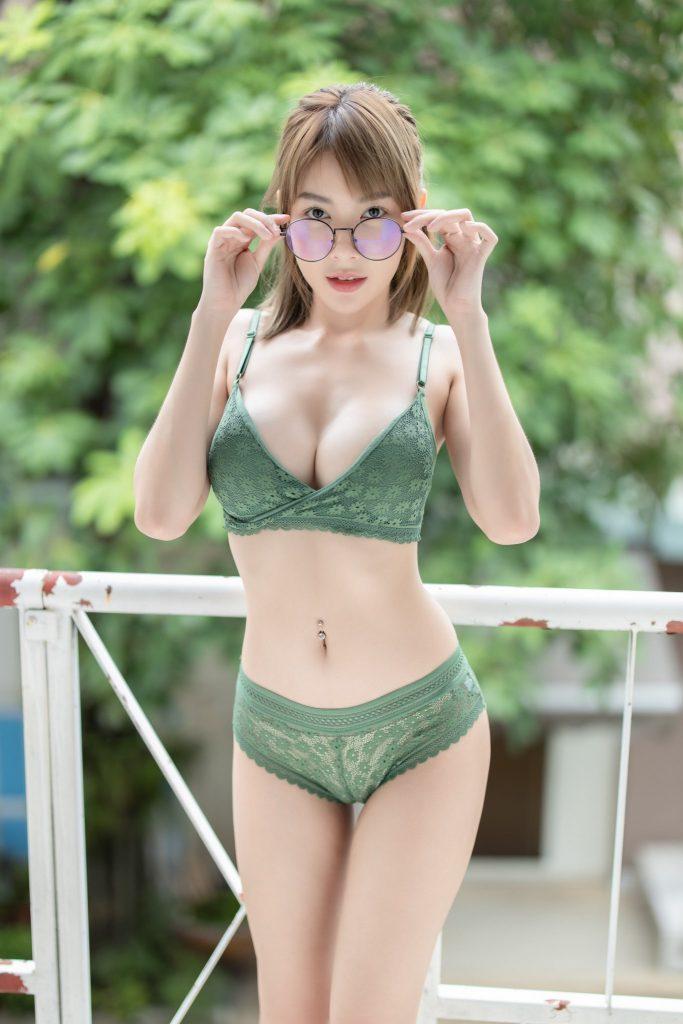 ฟางโกะ ในชุดเซ็กซี่อวดอึ๋ม